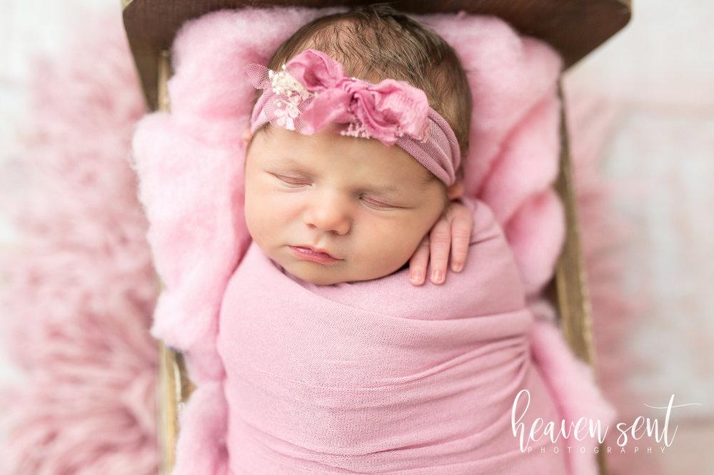 lauren_newborn(58of92).jpg
