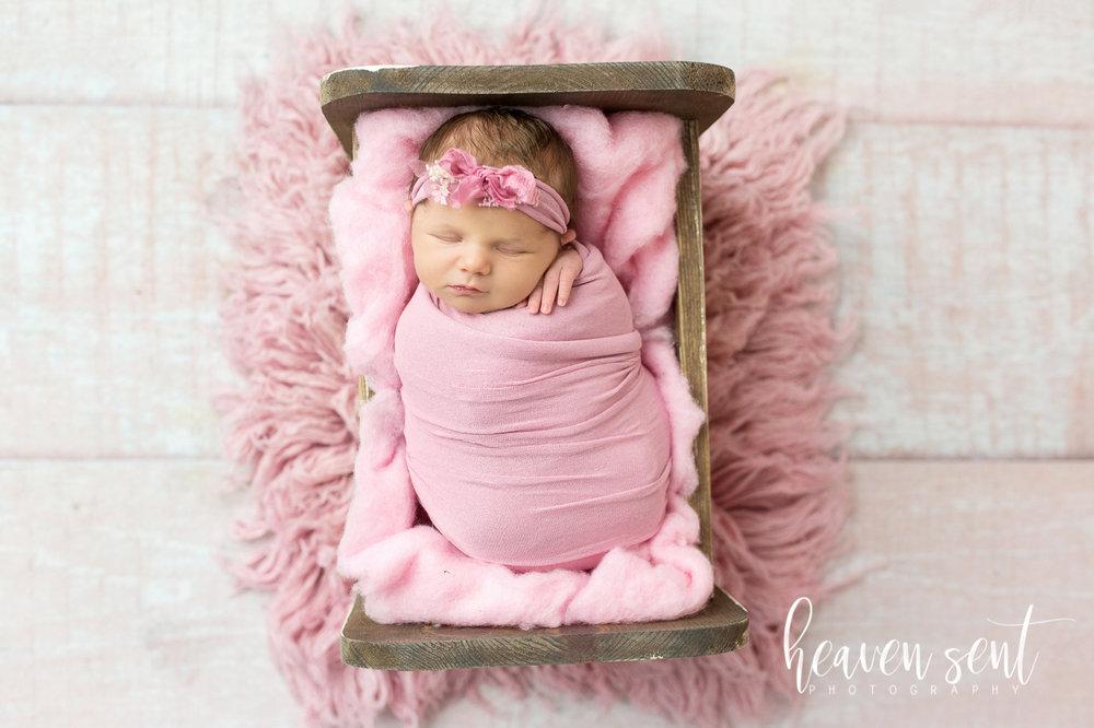 lauren_newborn(59of92).jpg