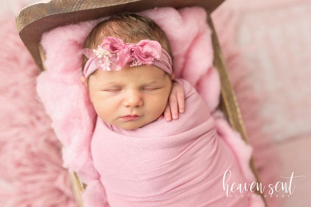 lauren_newborn(61of92).jpg