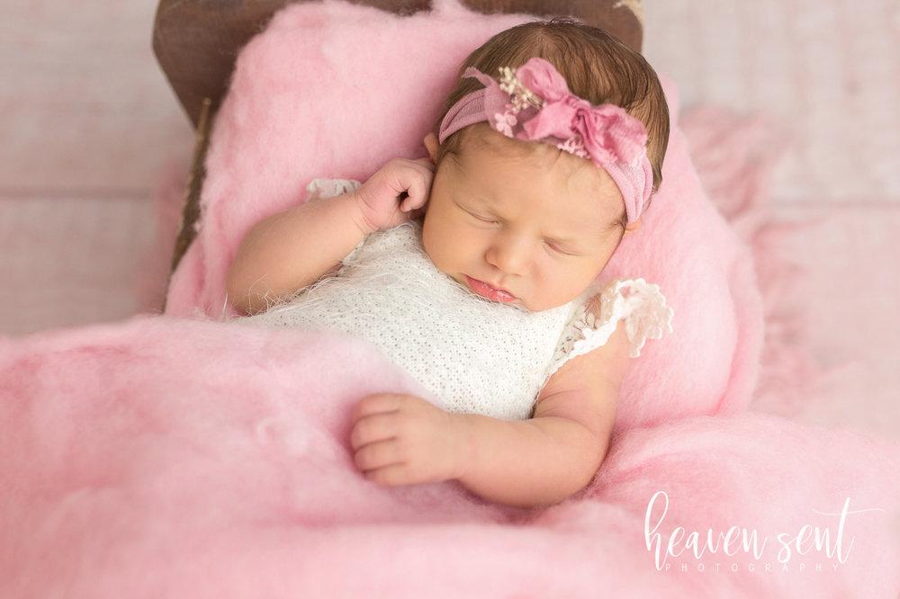 lauren_newborn(69of92).jpg