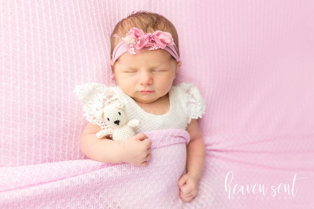 lauren_newborn(76of92).jpg
