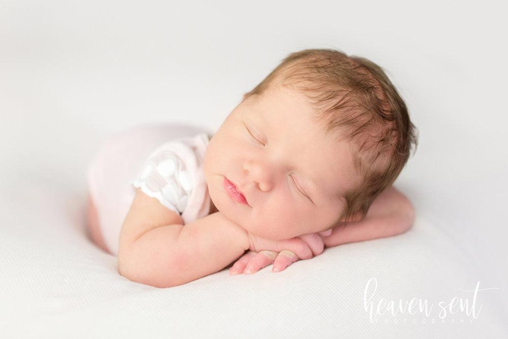lauren_newborn(84of92).jpg