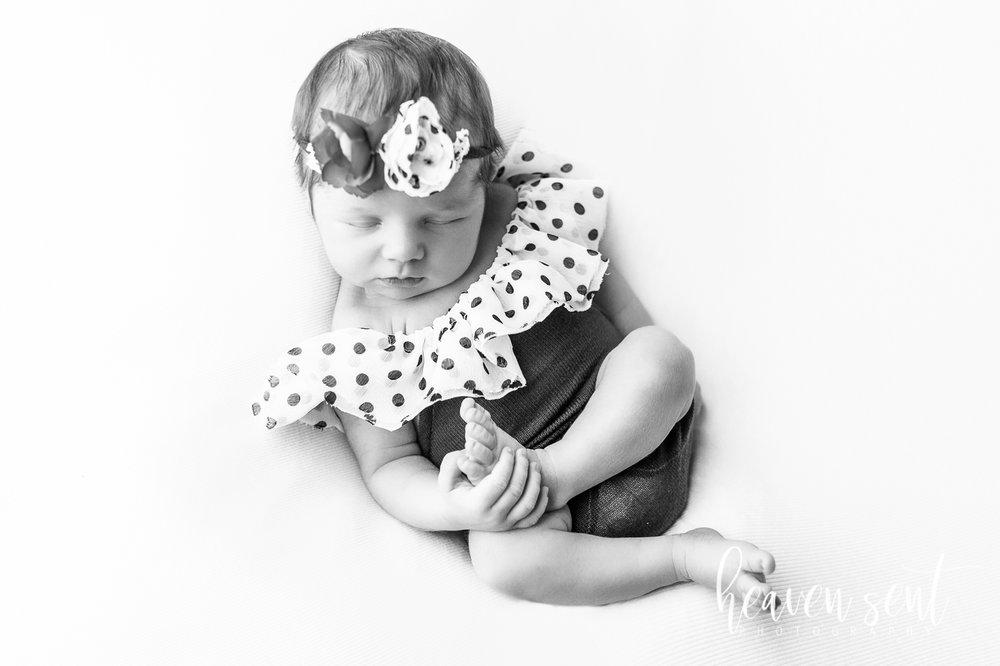 lauren_newborn(88of92).jpg