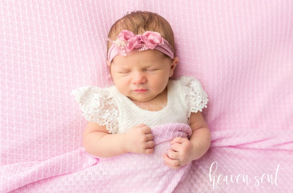 lauren_newborn(74of92).jpg