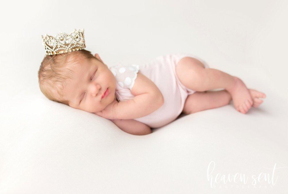 lauren_newborn(80of92).jpg