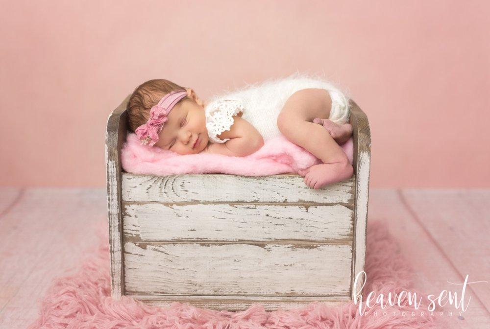 lauren_newborn(72of92).jpg