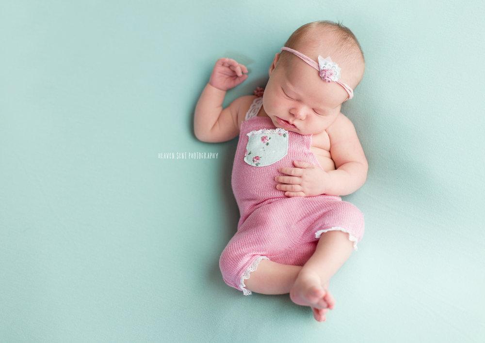 ann_newborn+(33+of+53)+fbl.jpg