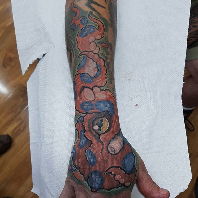 Octopus handjob/gap filler/cover up. Haven't done anything like this in ages. Forgot how much fun it is. All free hand  #octopus #octopustattoo #cartoon #norwichtattooist #norwichtattoo #norwich #fivekeystattoo #tattoo @octonation