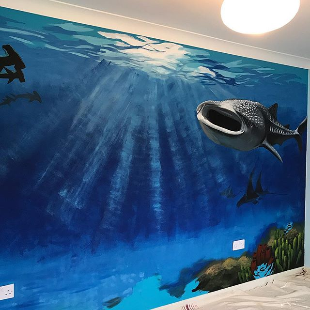 Made a start to my son's new bedroom mural with my free day! Still a tonne of sea creatures to add... he's super specific about which ones I must include 🙈😂 #realism #underwater #mural #interior #painting