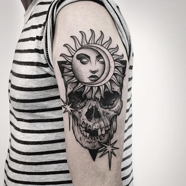 Thanks for coming in Mark! Done at @newyorkadorned 🌙💀 #tattoo #fineline #etching #blackandgrey #tattoos #dotwork #skull #tattoolife #illustration #sun #moon #occult #witchcraft #newyork #newyorkadorned #fivekeys