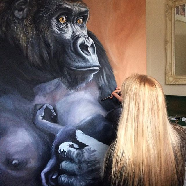 Throwback to painting the gorilla mum and baby 😊 . . . #painting #realism #hyperrealism #artworkinprogress #artworkinstudio #instaart #beyondrealistic #art_hyperrealism #art_daily #norwich