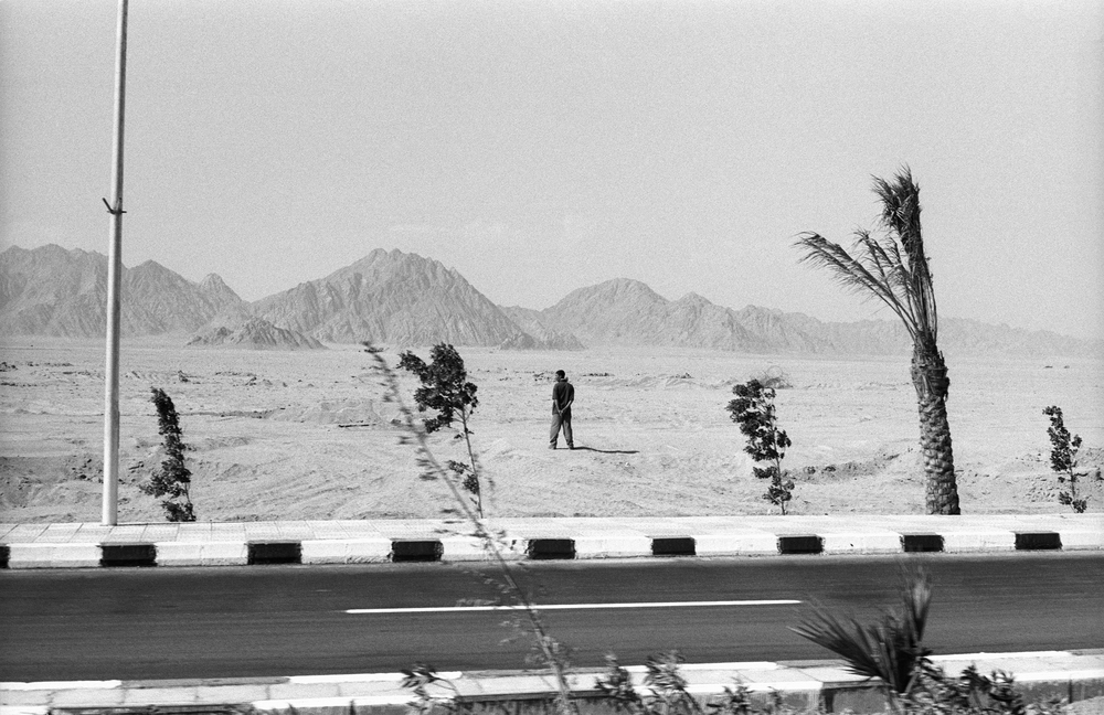 10.16.00--Sharm el Sheik, Egypt--A member of Egyptian security stands along the motorcade route during the President's arrival for the Middle East peace talks.