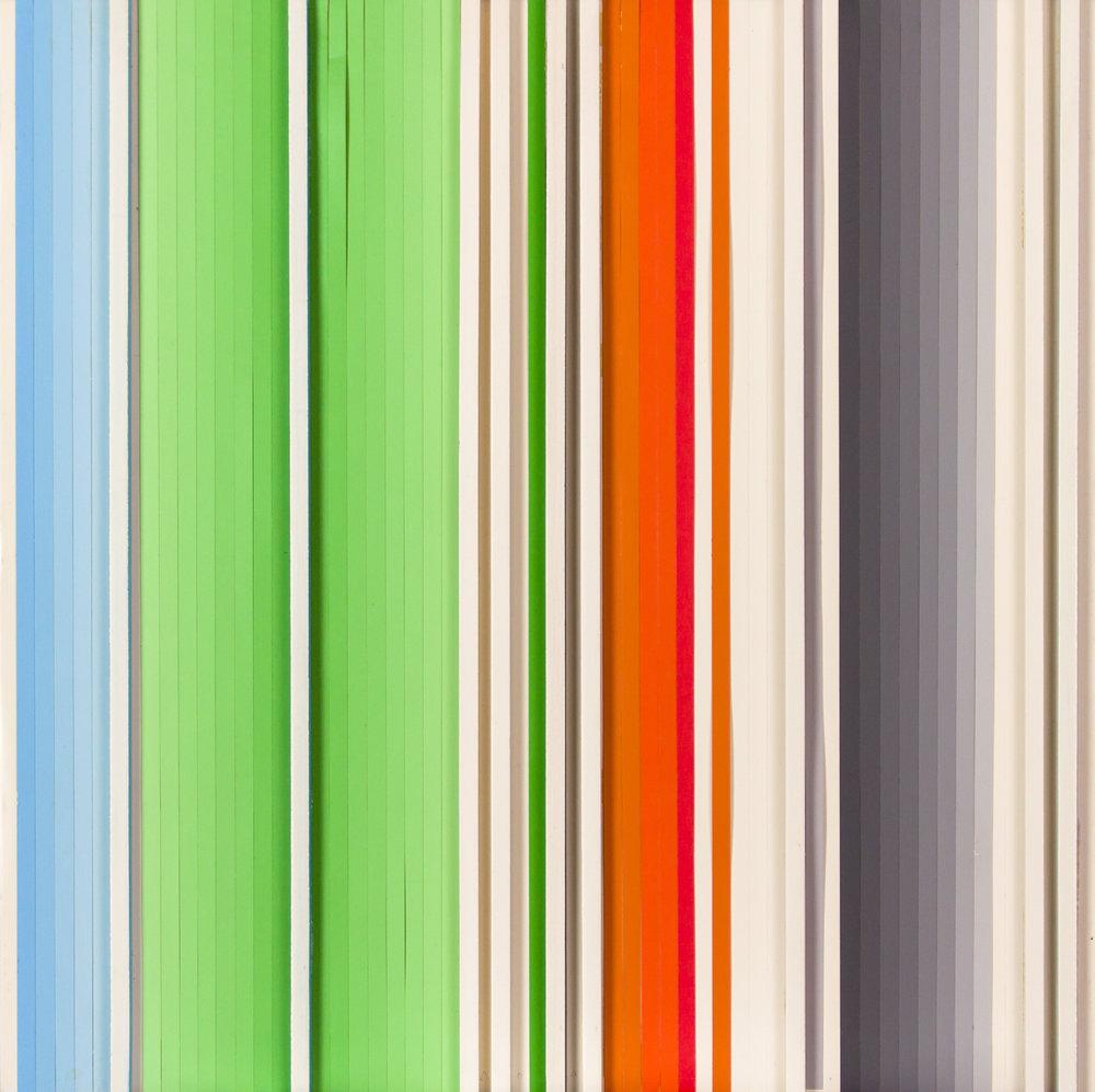 02 ChristianRoeckenschuss-K509-30x30x3cm-Holz_und_Farbfolienstreifen.jpg
