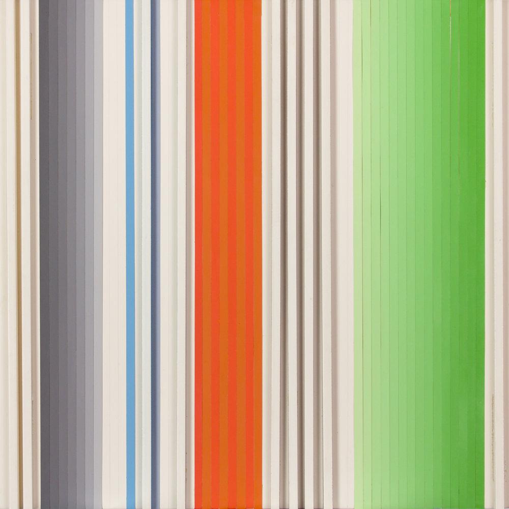 04 ChristianRoeckenschuss-K515-30x30x3cm-Holz_und_Farbfolienstreifen.jpg