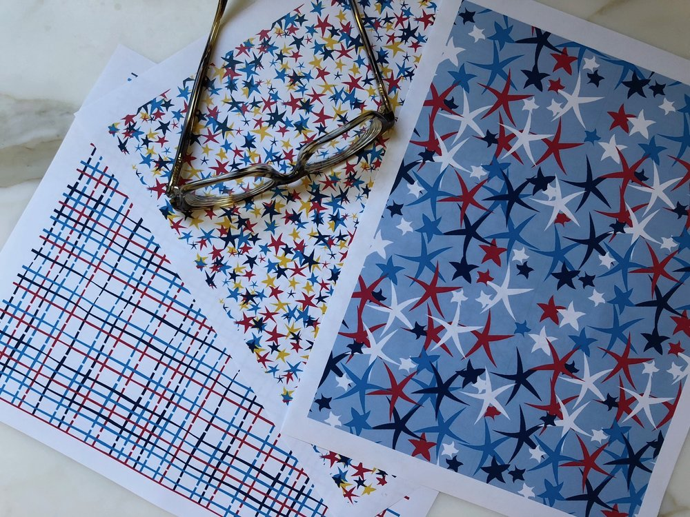 Click on this image to access these free 4th of July gift wrap sheets.