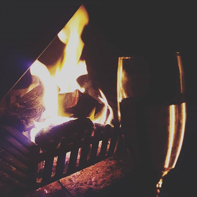 Fire, wine, friends and film.  #imanoldsoul