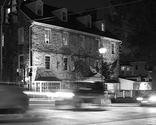 @redfoxinntavern looking amazing all lit up at night #middleburg #middleburgva #middleburgmoment #canon7d