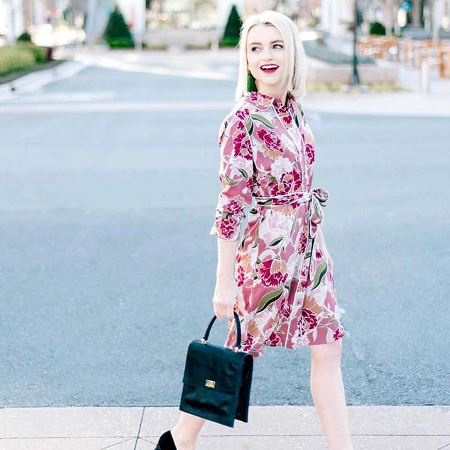 Walking into another snowstorm tomorrow like seriously?!!!! Thanks for letting us dream of wearing this soon @poorlittleitgirl #cooperandella #shirtdress #floraldress #nomoresnow #spring