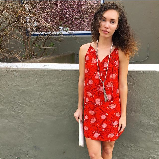 Easy Breezy #cooperandella #reddress #florals #springfashion #ootd #ootdfashion 📸 @modblubermuda