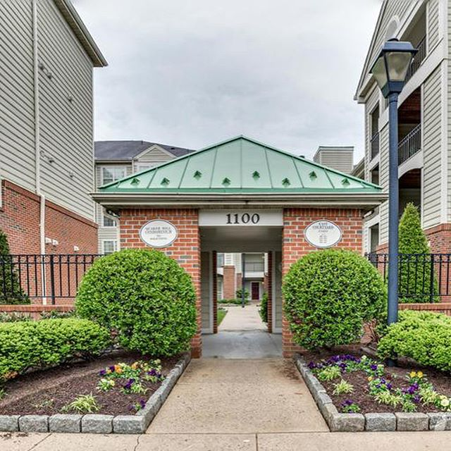 Just listed today! Updated 2 Bedroom, 2 Bath condo in the heart of Alexandria! $285,000 1100 Quaker Hill Drive #314, Alexandria, VA 22314 #remax #CarrieandMichelleRealEstateGroup