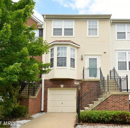 Stop by on Sunday to see this Beautiful 3 bedroom, 2.5 bath Townhouse in Sterling. A MUST SEE! Open 2-4PM, $395,00 ~ 21544 IREDELL TER, ASHBURN, VA 20148 #remax #CarrieandMichelleRealEstateGroup