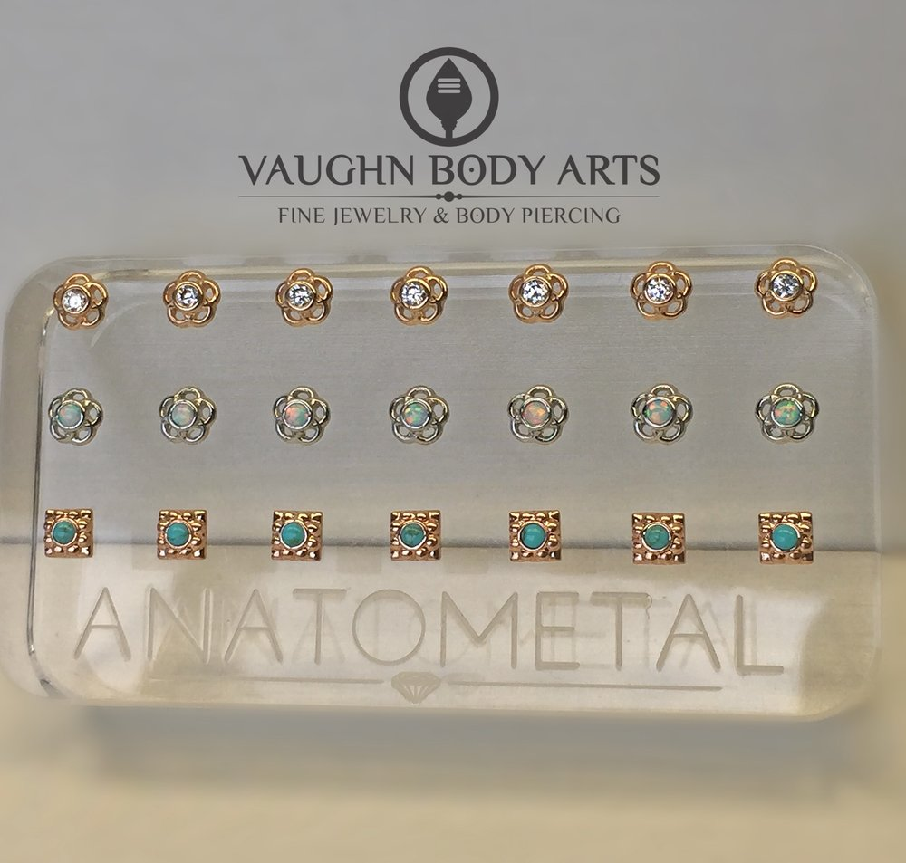"Selection 18k gold of ""Ipsa"" and ""Kira"" ends from Anatometal."