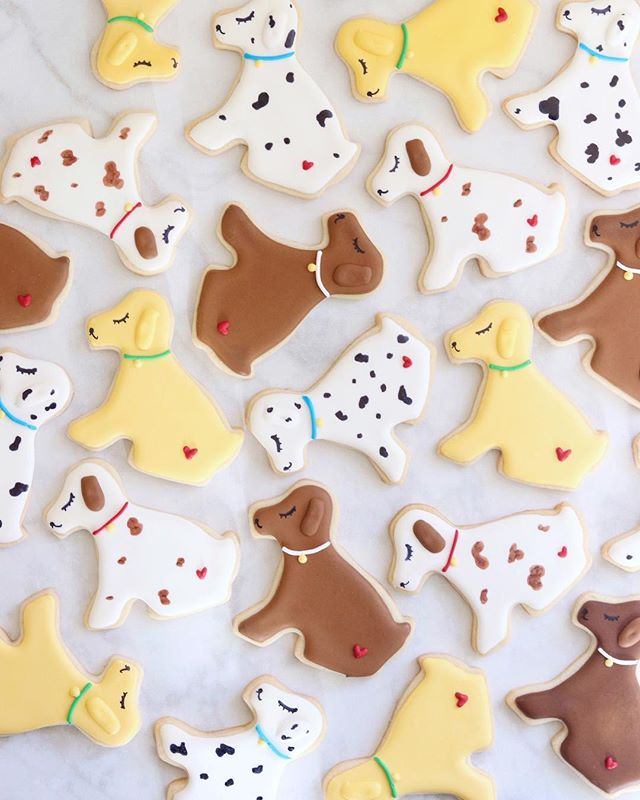 Happy #NationalDogDay! 🐶 I love dogs, but unfortunately we aren't allowed to have pets in the apartment... but these adorable dog cookies are the next best thing, right?! 😅