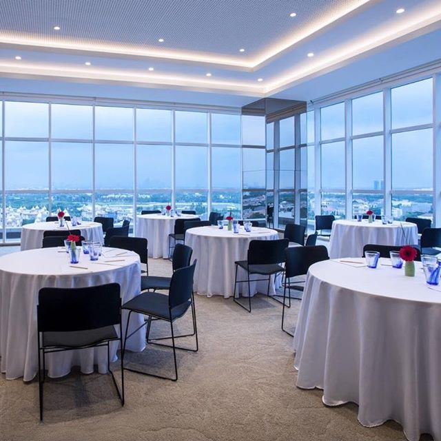 Our event spaces not only offer comfort, professional team and innovative dining, they also offer energizing views of the city, as shown here from our Teak room. - Thinking of private dinner or company gatherings? Call @mercurejktpik PIK Avenue now for an event consult and let's #MeetwithMercure. #pikavenue #pikave #pikaveSHOP