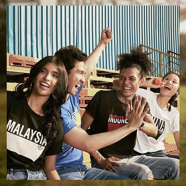 Jadikan kebersamaanmu semakin berwarna saat berkumpul dengan teman-temanmu! Tim manapun yang kamu dukung, kita semua satu. Rayakan keberagaman kita dengan Country Tees Levi's. Cek koleksinya, Kunjungi @levis_indonesia PIK avenue. #pikavenue #pikave #pikaveSHOP