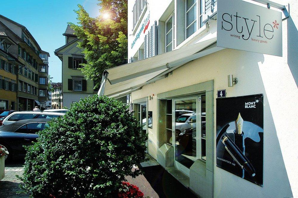 Mandallaz_-_foto_esterna_negozio_style_con_tenda_bassa_1024x1024.jpg