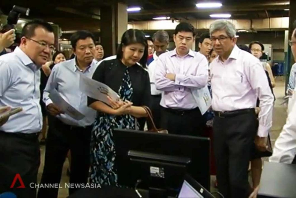 Mr. Han (L), together with Minister Yaacob Ibrahim (R) and members of IMDA, CapitaLand and Yamato Asia, among others, observing a live demonstration of our Dock Scheduling and Queue Management System.