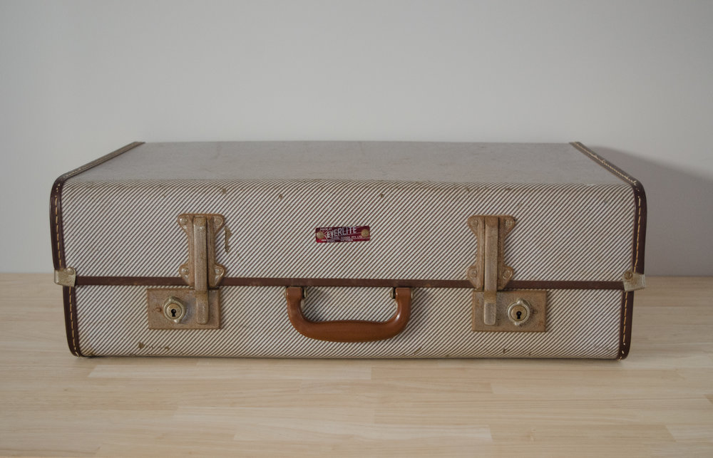 Hound Suitcase - LARGE      $10.00 (3-day Hire)                                                                                                     Quantity: 1