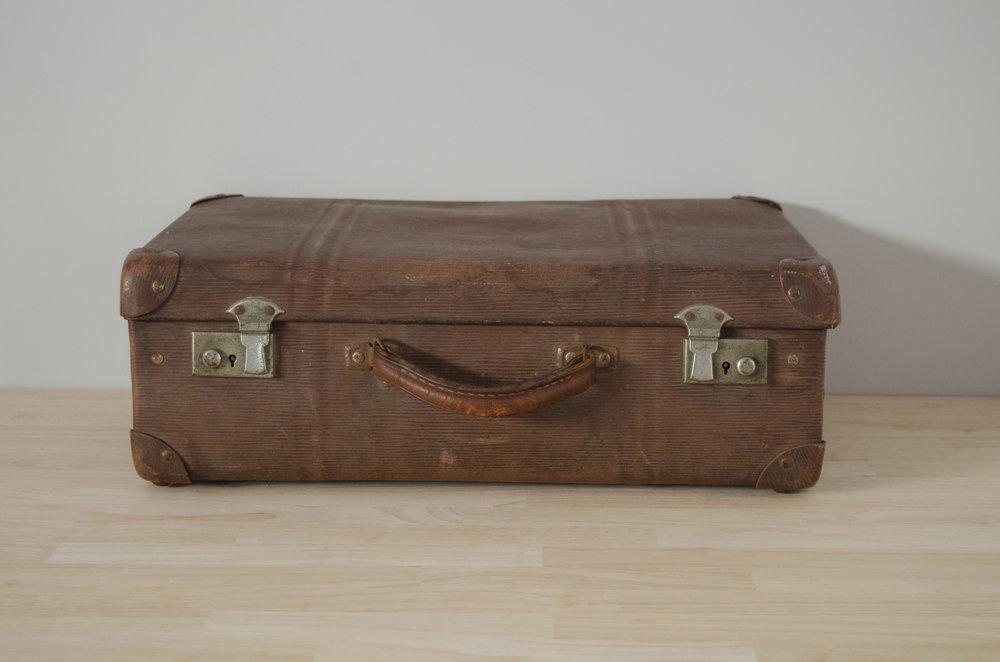 Oregan Suitcase - MEDIUM    $10.00 (3-day Hire)                                                  Quantity: 1