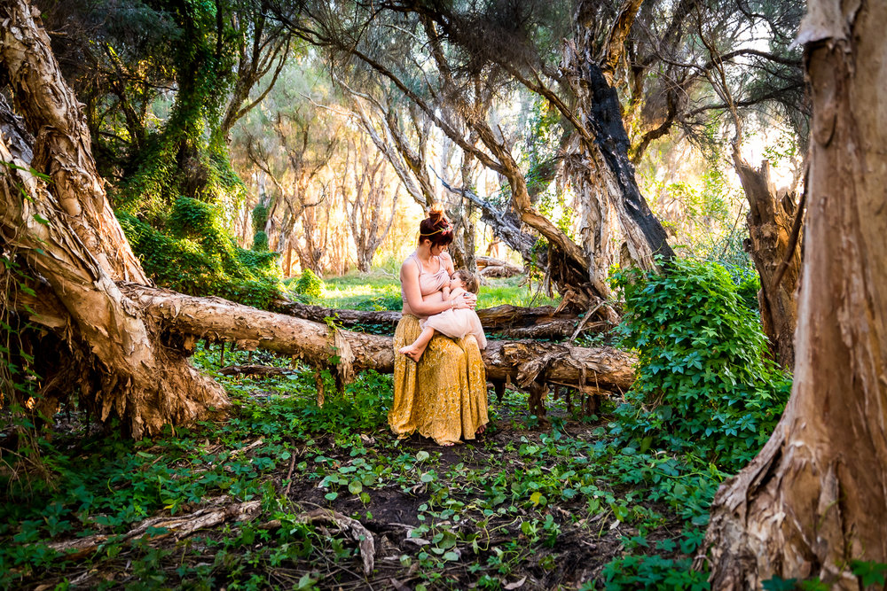 Maternity-Breastfeeding-Photography-in-Perth-Secret-Garden.jpg