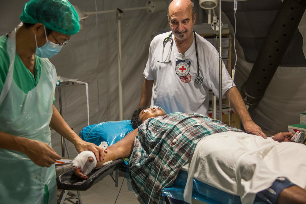 The Swedish anesthetist physician Leif Zarnowiecki at the Red Cross field hospital in Basey on the island of Samar.