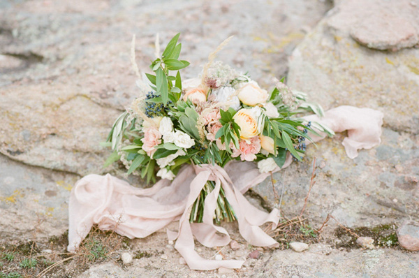 organic-blush-wedding-inspiration-09.jpg