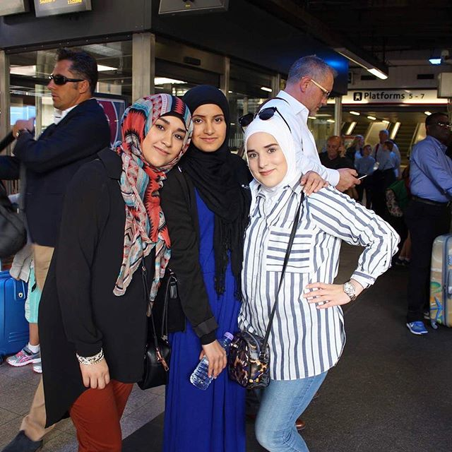 #tb to such a fun trip with @zahra.rajah and @noorafarez. We definitely need to travel together again. 🇬🇧 #London #summer2016 #love #friends