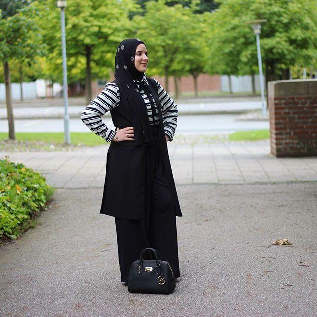 And the blog has been updated. All the outfit details can be found there. 🌸  #hijabchamber #hijabfashion #hijabstyle #hijab #hfinspo #hijabers #hijabi #hijabstyle #hijabtrend #hijabootd #chichijab #muslimahchamber #hijabstyle #modestymovement #hfupclose #hijabmuslim #aroundtheworld #hijabinspiration #fashionblogger #fashionhijab #hijabista #instahijab #fblogger #muslimahfashion #hijabstyle_lookbook #voguehijab #hijabiselegant