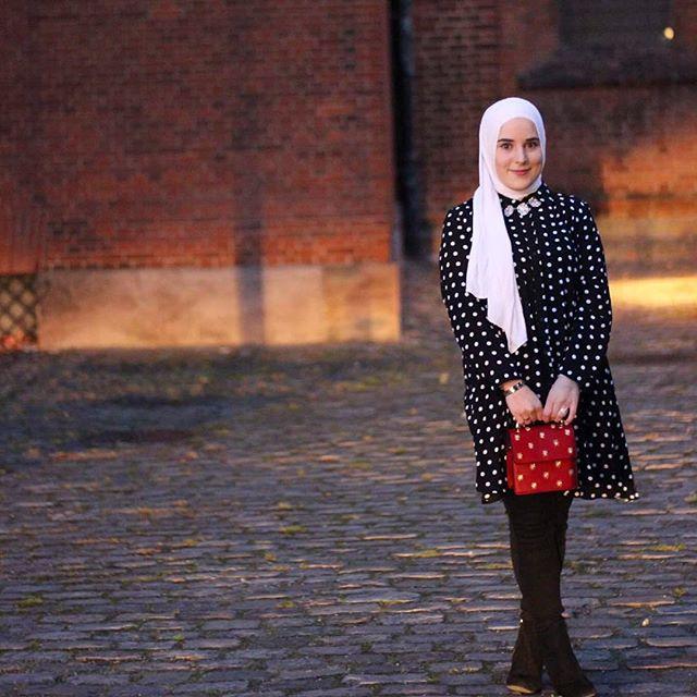 The other day 🌸🌸 @noorafarez thanks for the amazing pics ❤️❤️. #hijabchamber #hijabfashion #hijabstyle #hijab #hfinspo #hijabers #hijabi #hijabstyle #hijabtrend #hijabootd #chichijab #muslimahchamber #hijabstyle #modestymovement #hfupclose #hijabmuslim #aroundtheworld #hijabinspiration #fashionblogger #fashionhijab #hijabista #instahijab #fblogger #muslimahfashion #hijabstyle_lookbook #voguehijab #hijabiselegant