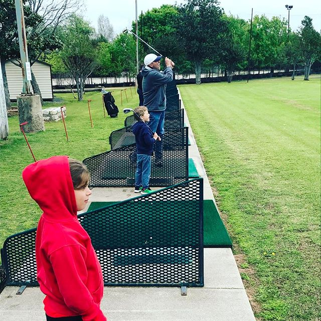 A tradition unlike any other... Some strong Masters Sunday warm-ups ⛳️with Big H putting on an awe-inspiring display at the range for the grandkids... This absolutely smoked 7-iron had the kids' jaws dropped to the grass. #golf #golfswing #drivingrange #family