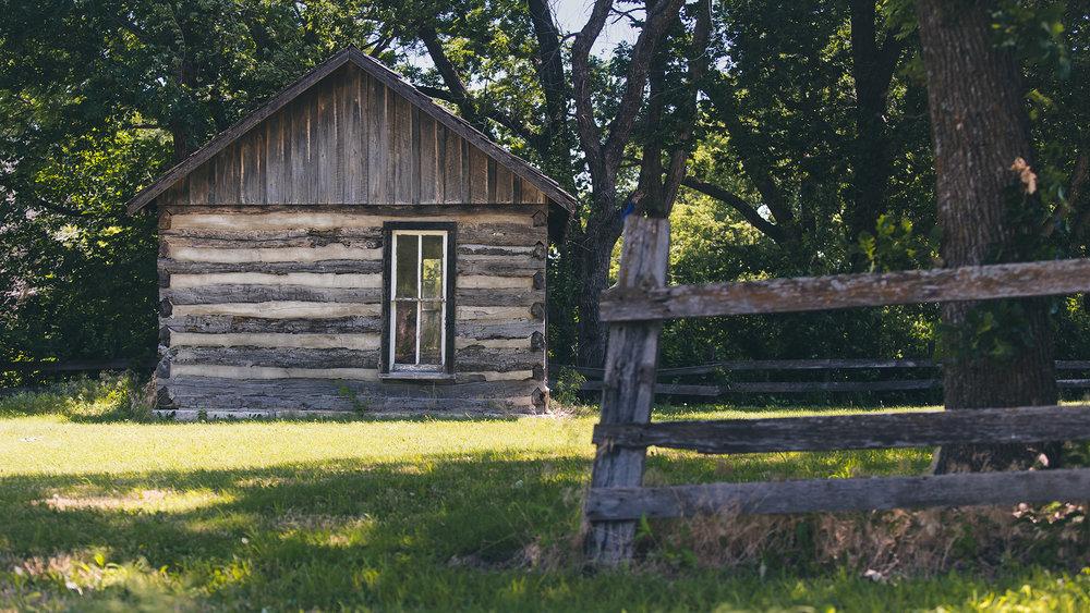 Old Kansas cabin at Pioneer Bluffs