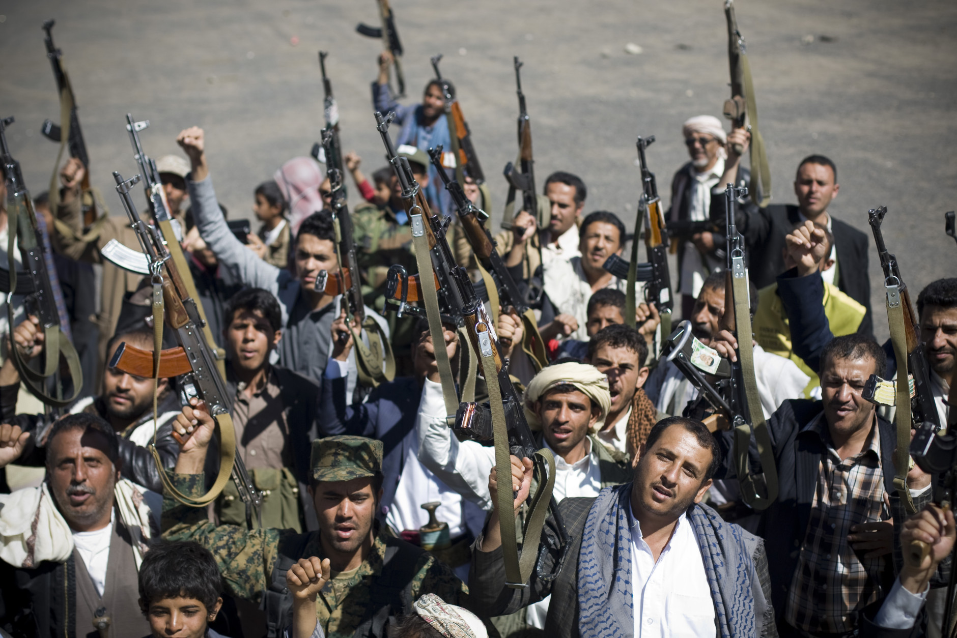 Houthi Shiite Yemenis hold their weapons during a rally to show support for their comrades in Sanaa, Yemen, Wednesday, Feb. 4, 2015. Source:  AP Photo/Hani Mohammed http://wtop.com/middle-east/2015/02/shiite-rebels-moving-to-fill-yemens-power-vacuum/