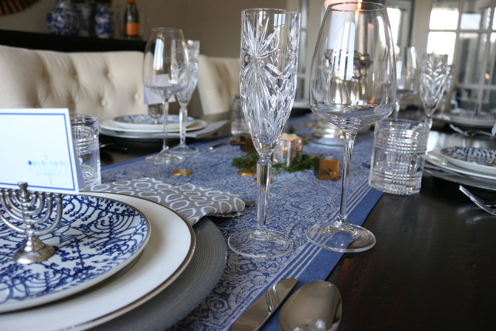 Winter Wonderland. This silver and white table setting ... & Festive Holiday Table Settings \u2014 KELLY BOYD DESIGN | Montreal Based ...