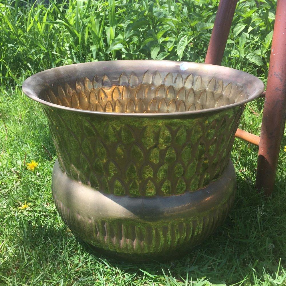 Finnegans-Market-brass-planter.JPG