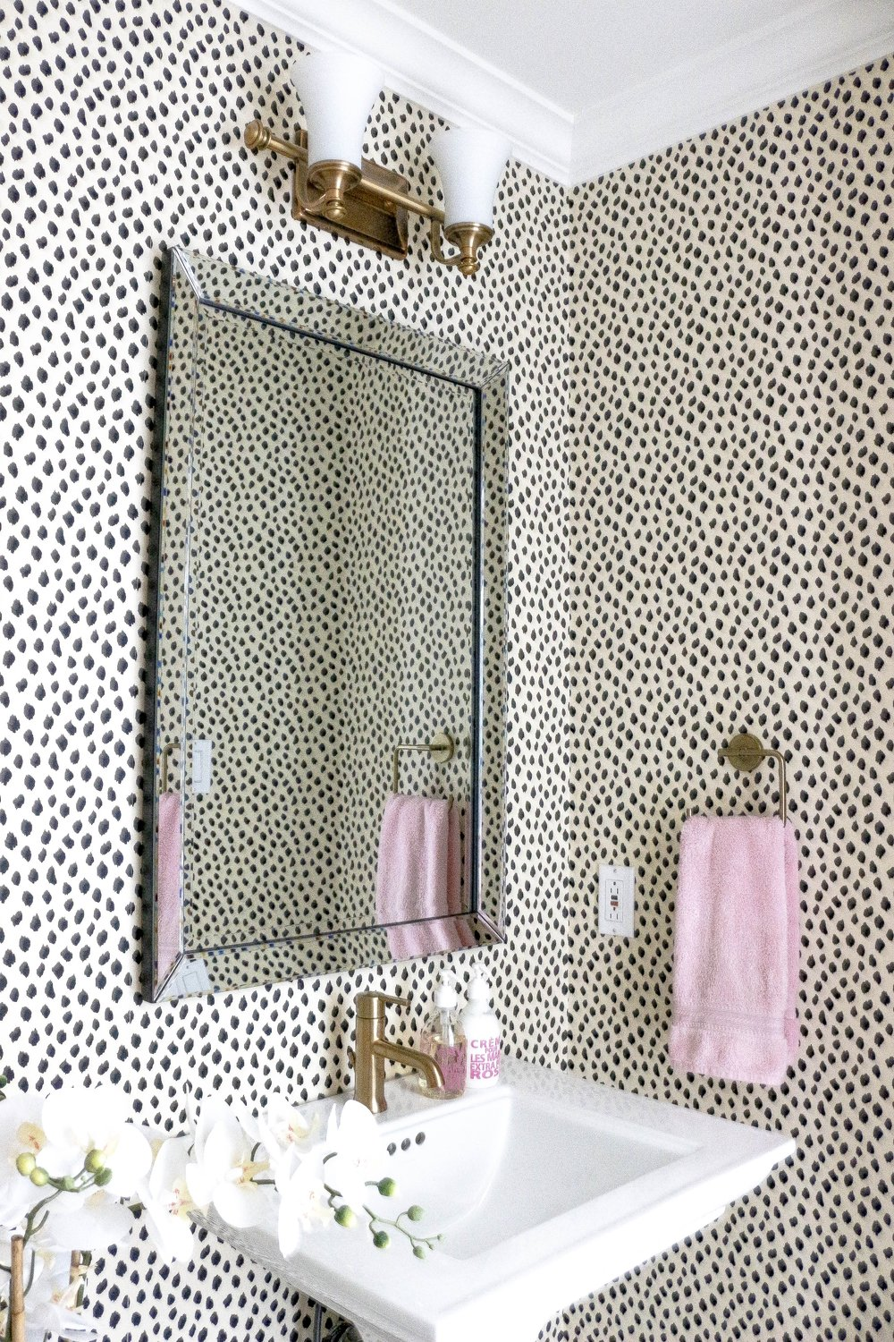 Kelly-Boyd-Design-Montreal-powder-room.jpg