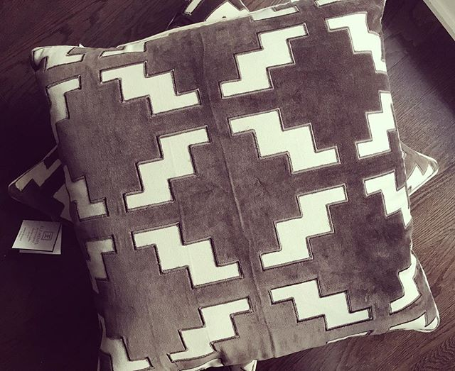 ELEMENTS pillows by @elementstyle spotted at @homesensecanada 👌🏻(just look beyond the synthetically overstuffed 2-pack pillows that usually line the shelves 😂)