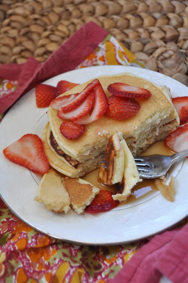 Lemon-Ricotta-Pancakes_8.jpg