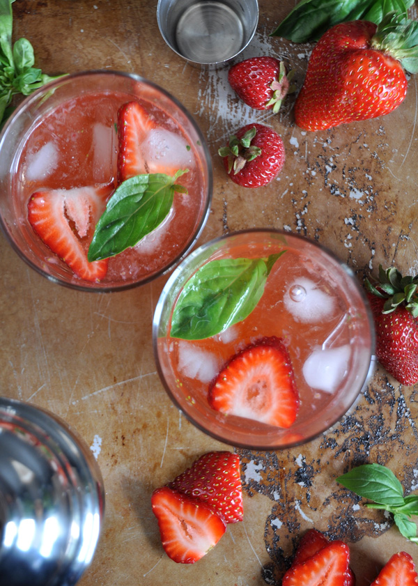 Strawberry_Basil_Gin_Fizz_6.jpg