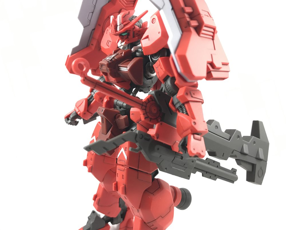 The weapons mounted on the hips make the arms stick out like it's been working it's lats too much.