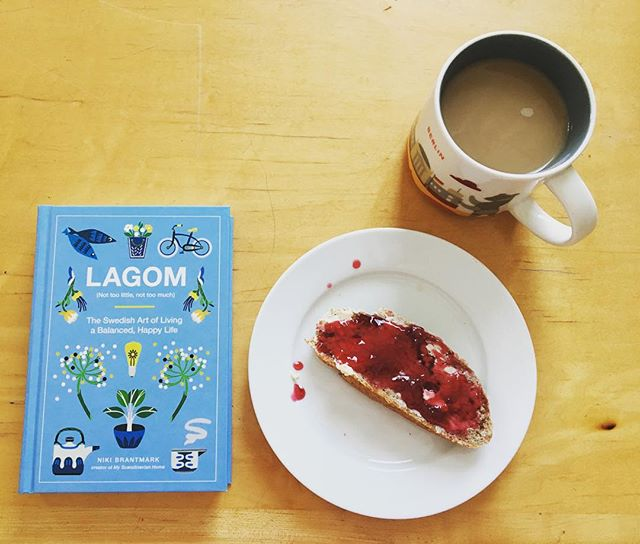 Sneaking some reading time before the day starts with coffee and home baked bread with jam. • • • #breakfast #breadmaking #readingnook #lagom #simplelife #balancedlife #simpleliving #konmari #sparkjoy